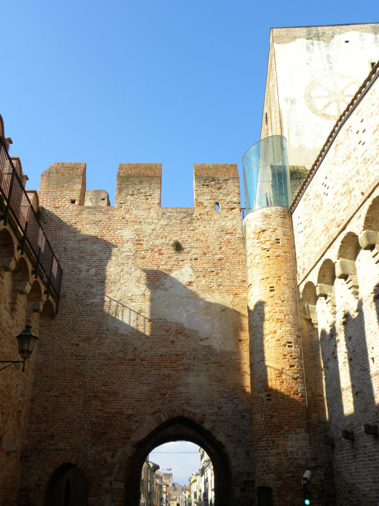 Porta Padova, castello interno